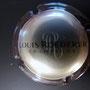 Marque : ROEDERER Louis N° Lambert : 102 Couleur : Contour marron Description : Lettres LR majuscules cursives   sous le nom de la marque  Emplacement : 094-06-04