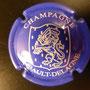 Marque :  SEMBAULT - DELAGNE N° Lambert : 1 Couleur :  Bleu et blanc Description : Blason contenant un lion couronné tenant une épée  Emplacement : 098-03-01