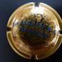 Marque : HEIDSIECK MONOPOLE N° Lambert : 59 - type 1 lettres fines Couleur :  Or, inscription bleue. Diam 30  Description : Inscription Hiedsieck Monopole sur deux lignes  Emplacement : 060-06-02