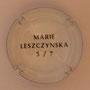 Marque : SERGENT Roger N° Lambert : 1.5 verso Couleur : Polychrome, contour blanc Description : Armoiries Marie Leszczynska - Nom de la marque Emplacement :