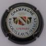 Marque : RAGOUILLAUX - MANGIN N° Lambert : 2 Couleur : Contour noir Description : Blason de champagne couronné et encadré de deux grappes de raisins. Nom de la marque  Emplacement :