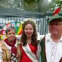 Die Rosenprinzessin mit ihren Großeltern - natürlich Vereinsmitglieder