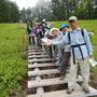 階段を利用し、記念撮影。「入笠湿原」サイコー!!