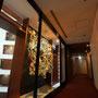 光の廻廊/2017/特殊フィルム・塩ビ板/パークホテル東京31Fフロア