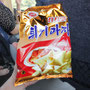北朝鮮製のスナック菓子=北朝鮮板門店近く、2018年6月3日