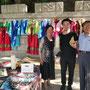 マッコリを売っていた老夫婦と=北朝鮮南部サリウォン市、2018年6月3日