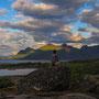 ドラマティックな光景が見られる白夜の夜。二度と繰り返さない光景は、その一瞬一瞬が実に素晴らしく美しい。切り立つ岩山の島々も、一つ一つに物語がありそうだ。<Lofoten-NORWEY>