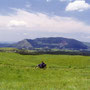 草原の道を走るのは、誰もが憧れることであろう。ヘルメットを脱いで、ゆっくりと走る。 阿蘇 熊本