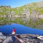湖の水はすくってそのまま飲むことができる。ヨーロッパは基本的に水が安全だ。山の水なら浄水器も煮沸も必要ない。それだけでも旅の素晴らしい要素の一つになる。<Lofoten-NORWEY>