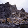 島太郎岩の崩落。半島一周道路が完成して、かつて「カムイミンタラ(神の遊びし庭)」だった場所へも誰もが気楽に来られるようになった。崩落はそのことに対する、天の嘆きのように思えてならない。<積丹半島>