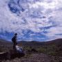 北海道の空はどうしてこうも魅力的なのだろう。「お前は自由だぞ!」と言っているような青さ。まるで旅人のために存在しているような雲。地球の美しさは完璧で、世界に足りないものなど何もない。<樽前山>