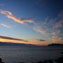 火の鳥が飛ぶ光景。ロフォーテン諸島本島に渡って行くようだ。白夜の季節の北極圏だから、撮影時刻は真夜中と言っていい十一時半。一晩中、こんな夕焼けのような空が見られる。<Lofoten-NORWEY>