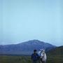 月の草原で白馬と散歩。十五秒というスローシャッターのため、「動かないでくれよ」と馬にテレパシーを送り続けての撮影。 阿蘇 草千里ヶ浜 熊本