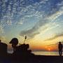 海に落ちる夕日はドラマチックな光景を見せてくれる。                                       だが空が本当に美しく染まるのは、これからだ。                                   串本町 和歌山