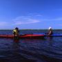 カヤックはとても良い旅の道具だ。免許も資格も要らないし、漕ぐことの許可も必要ない。しかも環境破壊物質を排出しない。そして何より、自然と至近距離で接することができるのがいい。<風蓮湖>