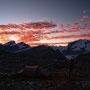 朝焼けの雲が染まる様子は、夕焼け以上にドラマティックだ。これから始まる一日が、驚きの連続であることを予感させてくれる。そう、世界はいつも驚きに満ちている。気づくのは自分次第だ。<Matterhorn-SCHWEIZ>