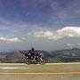 日本一気持ちのいい道路はどこかと尋ねられたら、僕は阿蘇山を走る道路だと答えるだろう。                      舗装道路の中では、最高の解放感が得られる場所だ。                                   阿蘇 熊本