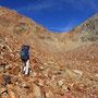 途轍もないガレ石の堆積。あの稜線を越えれば、新しい景色が広がるのか。<モント・エミリウス周辺/アオスタ――イタリア>