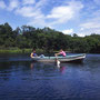 鳥沼公園のボートは誰でも無料で乗ることができる。平日に乗るのは隣の鳥沼キャンプ場にテントを張っている旅人たちくらいのものだ。旅の中のゆったりとした時間。<富良野>
