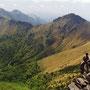 日本は山国。山に登らなければ、日本の姿は見えてこない。                                     そして登ってみれば、山また山の、果てしなく続く国土。                              石鎚山周辺 愛媛