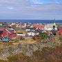 カラフルな家々が荒涼とした大地を彩る。大きな木も育たない北極圏ノルウェー北部の港町は、どこもこんな感じに町並みが綺麗だ。その中でも特にここは美しく感じた集落。<Berlevag-NORWEY>