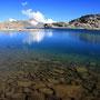 遠く湖畔にテント地を望む。この場所で野宿をした人間は今まで何人いるだろうか。日本人は? こんな場所に行こうと思えば、ルールや情報に従っていてはいけない。判断するのは自分の心だ。<Aosta-ITALIA>