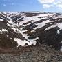 登山道もない山を登り、極北の自然を実感してみる。ノルウェー全図で見るとほんの小さな半島なのに、そこに広がるのはとんでもなく雄大な世界だ。この山を越えても越えてもさらに続く…。<Berlevag-NORWEY>