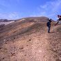荒涼とした風景大好き! 気軽に日帰り登山できる山が、北海道にはたくさんある。それでいて大きなスケールの風景が楽しめるのだから、山に登らない手はない。<雌阿寒岳>