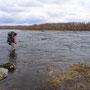 ついに川渡りをして進んでいく。凍った湖から流れ出る川の水は恐ろしく冷たくて、足裏が深く切れていたことにも痺れて気づかずに十五分掛けて渡りきる。その後三日間停滞を余儀なくされた。<Sevettijarvi-FINLAND>