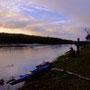 多くのカヌーイストにとっての憧れの川、釧路川。日本最大の湿原、釧路湿原を蛇行する川である。川の直線化工事を行ったり、湿原をゴミの廃棄場にしていた時代も、つい最近のことだ。<釧路川>