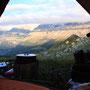 テントから見る自然の景色には、いつもわくわくする。「生きているんだ!」そんな歓喜が湧いてくる。どんな高級ホテルの一室よりも贅沢な、この小さな空間。いや、それは無限の世界に繋がっている。<Berner-Oberland-SCHWEIZ>