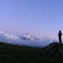 静かに暮れていく山の上の時間。あたりには他に誰一人いない。寂しさなど感じない。今日一日が幸せであったことを、ゆっくりと思い出す。<グリンデルワルト周辺――スイス>