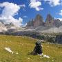 ヨーロッパで最も僕が気に入ったエリア、セクステナー・ドロミテのシンボル的存在が右側に写るトレ・チメ・ディ・ラヴァレード。イタリア語で「三つの頂」の意だが、どう見ても四つ、あるいは五つだ。<セクステナー/ドロミテ――イタリア>