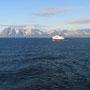 ノルウェーの沿海を、数日掛けて北から南まで就航する豪華観光フェリー。料金は恐ろしく高く、ただの交通フェリーだと思って乗った僕は、ノルウェーでの予算の半分がぶっ飛んだ。<ノルウェー沿海を就航するフェリーから-NORWEY>