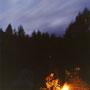 月夜の下で焚火をして酒を飲む。これ以上、夜に何を望めばいいのだ。いや、お化けでも出てくれたら、楽しいかも。 開田高原 長野