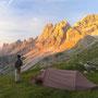 荘厳な朝の光は、ため息が出るほどにドラマチックだ。どんどん変化していく岩山の色は、神々の見せるスペクタクル・ショーと言っていいだろう。<ローゼンガーテン/ドロミテ――イタリア>