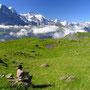 山の上は別世界のように広がっている。まさしく雲上の楽園、アルプス。 こんな場所にテントを張り、朝を迎えることが、旅の醍醐味である。<グリンデルワルト周辺――スイス>
