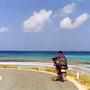 この鮮やかな海が、海に囲まれた国、日本の宝だ。驚くほど美しい海は、各地で見ることができる。                   旅に出なければ、そんなことも知らずに生きていたかもしれない。                           波照間島 沖縄
