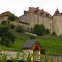 13世紀に建てられたグリュイエール城の主館。アルプス周辺には、小規模な城がいたるところに見られる。<グリュイエール――スイス>