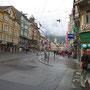 ヨーロッパの街で一番圧倒されたのが、INNSBRUCK。特にこの大通りの華やかさには、思わず声が。なぜかあせって撮ってしまい、画面が少し右に傾いている。あえて修正せずに。<インスブルック――オーストリア>