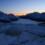 もうすぐ夜明けがやってくる。吹雪の後の快晴の空。ツェルマットの谷は、見事に雲海に沈んでいる。ここは本当に別世界だ。そこに一人でいる感動を味わえるだけでも、人生は素晴らしいと言える。<Matterhorn-SCHWEIZ>