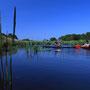 美々川下りは最高の水遊び。川の流れに任せて、ただ流されていくだけで面白い。ひっくり返る心配がないので、昼寝だってできる。これは三脚を水中に立てて撮影。<美々川>