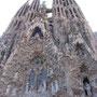 百年以上未完成の建造物として有名な聖家族教会だが、昔は何百年も掛けて教会などを建てることも珍しくなかったのだ。百年など、歴史の中では束の間の出来事…<バルセロナ――スペイン>