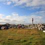 風と草原の島、ロフォーテン諸島フェリー航路終点のRostlandet。カモメが上空を「わんわん」と鳴きながら何度も周回する。縄張りにテントを張った僕には無関心で、風と遊んでいるようだった。<Lofoten-NORWEY>