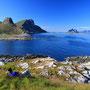 草の丘に寝転んで島の風景を眺める。ロフォーテンの旅では意外とこんな時間がなかった。あまりに景色が良すぎて、テントを張った場所以外ではどんどん行動してしまうからだ。<Lofoten-NORWEY>
