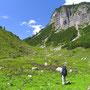 オーストリアの山は優しい雰囲気がある。緑豊かな、心和ませる風景が迎えてくれる。<レッヒ周辺――オーストリア>