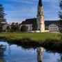 Kirche im Fluss