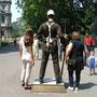 ドルマバフチェ宮殿の衛兵の左手に注意