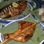 屋台料理の焼き魚(ピン・パー)、焼き鳥(ピン・カイ)、ご飯(カオニャオ)