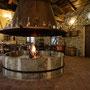 Cà du Russu:Beeindruckenden Kamin in der Mitte des Restaurants
